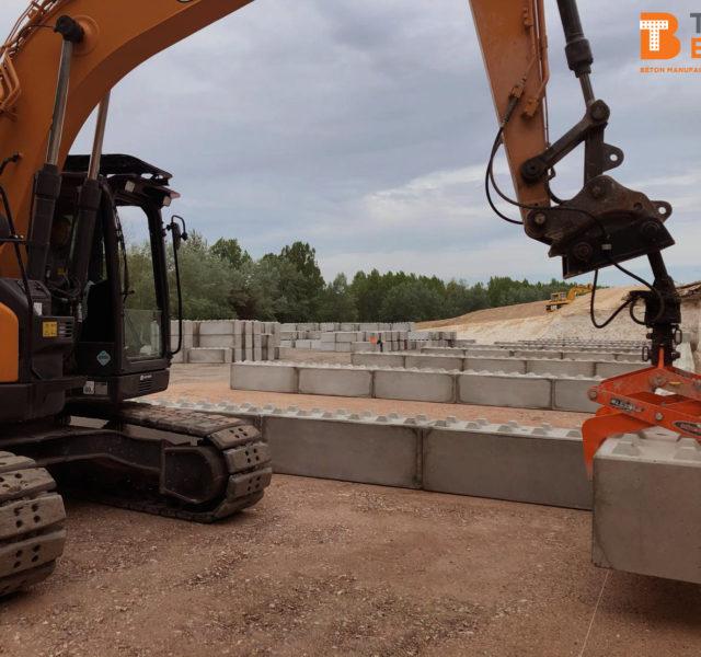 Photo n°2 d'un chantier de 8 cases de stockage chez BTTP